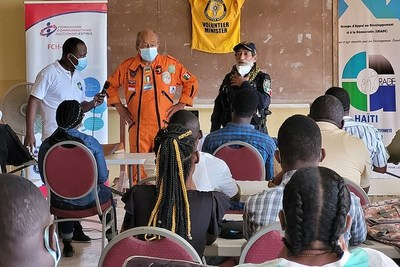"""Los Topos founder Héctor """"El Chino"""" Méndez and Carlos Cienfuegos, a longtime member of Los Topos, conducted a first aid workshop on the first day of the seminar."""